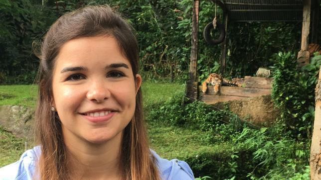 Anna besucht eine Aufzuchtstation für Tiger auf der Insel Java.