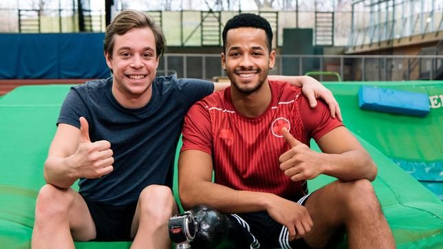 León ist super fit (rechts). Er hat sogar einmal bei den Paralympics teilgenommen im Sprint und Weitsprung.