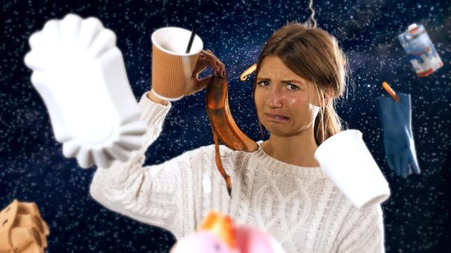 Jana mit Weltraumschrott