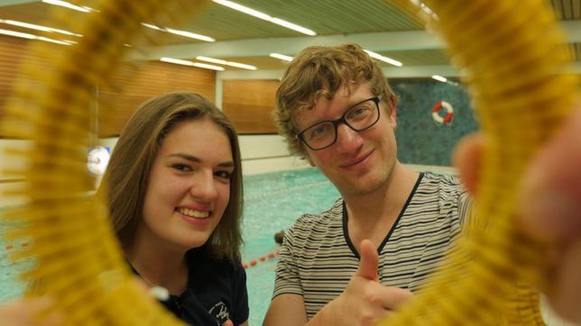 Robert und Antonia im Schwimmbad