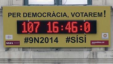 Eine Uhr am Rathaus in Berga zählt die Tage und Stunden bis zur Volksabstimmung über die Unabhängigkeit.
