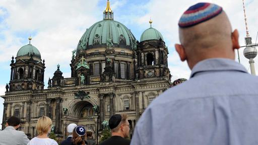 Antisemitismus heute - Wie judenfeindlich ist Deutschland? 28102013-die-story-im-ersten-antisemitismus-heute-100-108%7E_v-varm_8407d5