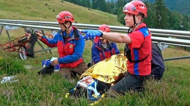 play unfall auf der sommerrodelbahn die touristin hat schwere verletzungen an der wirbelsule bergretter adrian - Caren Miosga Lebenslauf