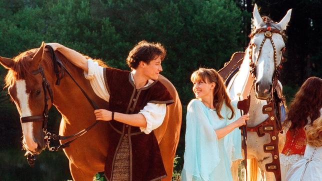 Nun gehören sie einander für immer: Viktor (Max Urlacher) und seine Odette (Jitka Schneider) haben alle Gefahren überstanden.