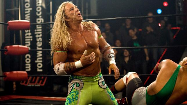 "Randy ""The Ram"" Robinson (Mickey Rourke, re.) gibt im Wrestling-Ring alles."