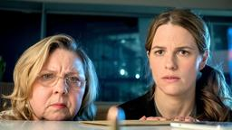Cordula Wernicke (Ramona Kunze Libnow), Claudia Bischoff (Isabell Pollack) v.l.