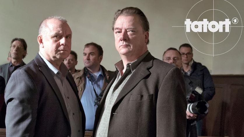 Kriminalhauptkommissar Frank Steier (Joachim Król, links) und Kommissar Erik Seidel (Peter Kurth).