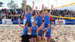 Beachvolleyball-Starcup 2014: Das Fanteam jubelt.