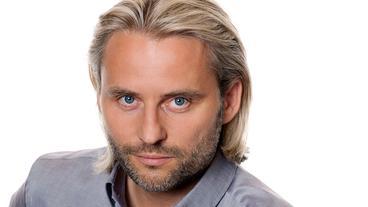 Erich Altenkopf spielt Dr. Michael Niederbühl.
