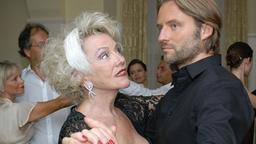 Rosi und michael tanzen zusammen tango