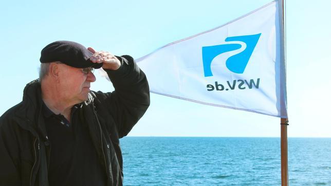 Armin Maiwald bei seiner Entdeckungsreise an der Ostsee