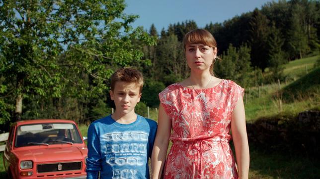 Flori (Leon / Lino de Greiff) und Eva (Ines Hollinger) bei Leos Abschied.