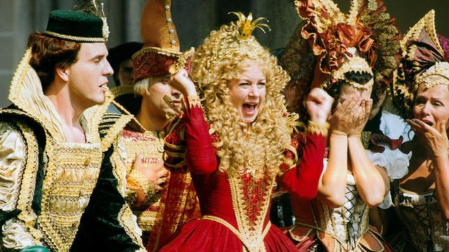 Prinzessin Eufrosine (Sabina Laurinová) führt von ihrer Burg aus eine Schreckensherrschaft über das Land.