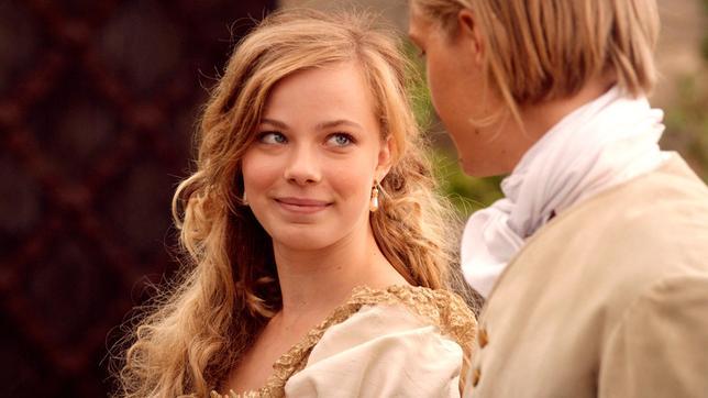 Prinzessin Isabell (Saskia Rosendahl)  weiß jetzt, was Liebe ist.