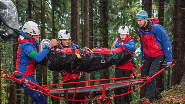 Zwölf Jugendteams der Rettungsverbände THW, Bergwacht, DLRG und Feuerwehr treten in der neuen SWR Doku-Challenge gegeneinander an und kämpfen um den Titel Bestes Jugendretter-Team Deutschlands. Moderiert wird der Wettbewerb von Johannes Zenglein, der im Ersten auch den Tigerenten Club präsentiert.