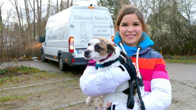 Anna darf den Streuner Ruca in sein neues Zuhause bringen. Weiteres Bildmaterial finden Sie unter www.br-foto.de.