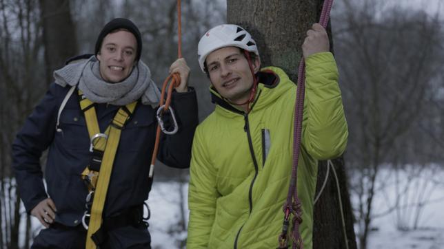 CheXperiment: Klettern wie ein Affe?! Checker Tobi und Baumkletterer Fabian Weber.