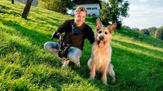 """Tobi mit Filmhund Chewakka. Er spielt in der Serie """"Racko – Ein Hund für alle Fälle"""" die Hauptrolle: Racko!"""
