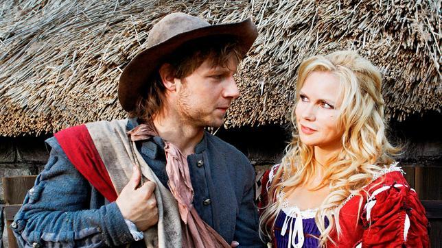 Der Soldat Jakob (Christoph Letkowski) und die schöne Hexe (Veronica Ferres).