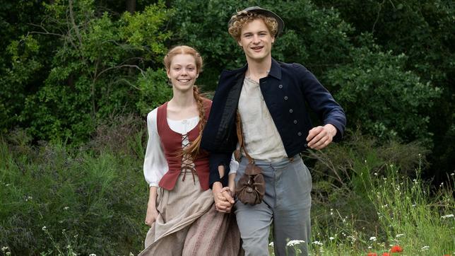 Anna Barbara (Valerie Sophie Körfer) und Stefan (Justus Czaja) sind endlich frei (Quelle: rbb/Michael Rahn)