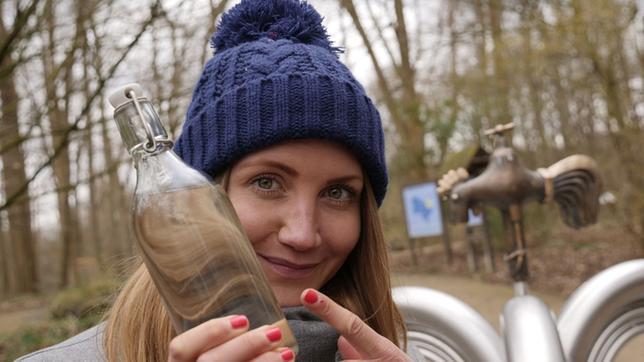 Jana mit Wasserflasche