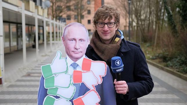Robert mit Putin-Pappaufsteller