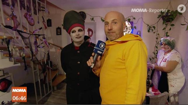 MOMA-Reporter Jens Eberl und Martin Luther an Halloween