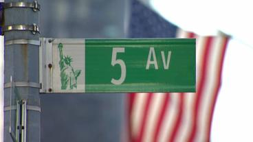 Strassenschild in New York: 5th Avenue
