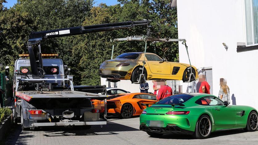 Beschlagnahme von Luxusautos. Den Eigentümern wird die Hinterziehung von rund 48 Millionen Euro an Steuern in mehreren Glücksspielhallen vorgeworfen.