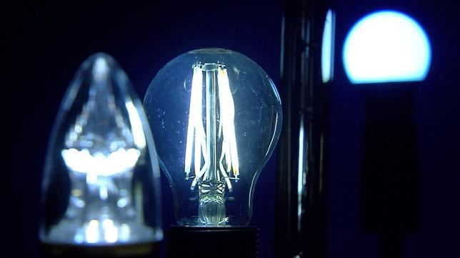 Led Lampen Folie : Led lampen schädigen die augen plusminus ard das erste