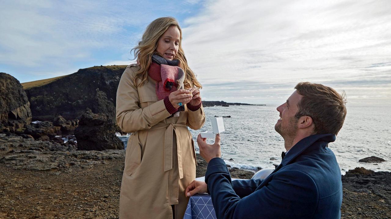 Alex macht Claudia einen Heiratsantrag