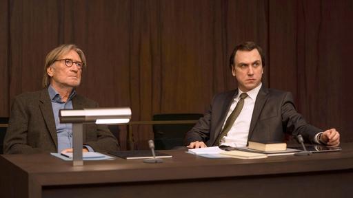 Richard Gärtner (Matthias Habich, li.) und sein Rechtsanwalt Biegler (Lars Eidinger) pochen auf das Recht auf selbstbestimmtes Sterben.