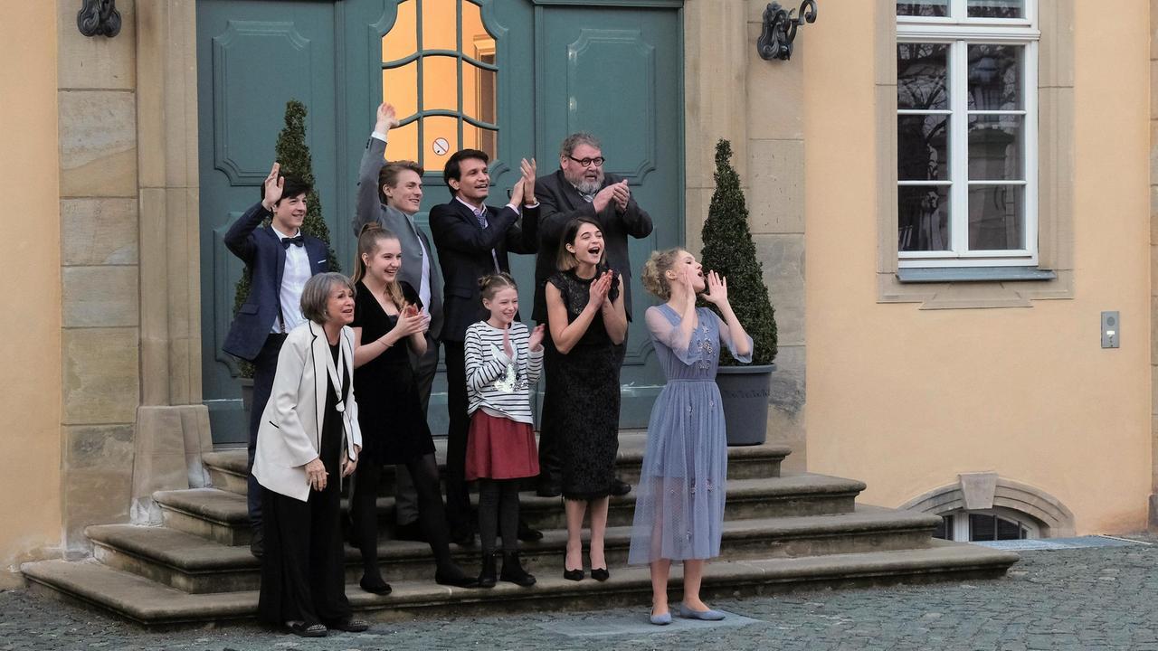 Video Der Dreh Zur Hochzeitsfolge Familie Dr Kleist Ard Das Erste