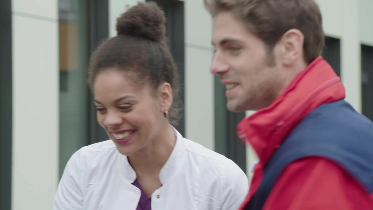 Video Outtakes Zum 3 Advent In Aller Freundschaft Die Jungen Arzte Ard Das Erste